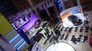 Imagine de sus cu scena pe care s-au anunța câștigătorii premiilor