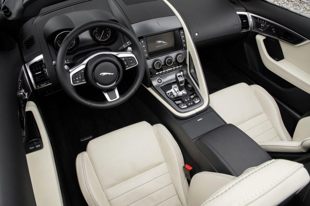 Jaguar F Type 2.0 - interior